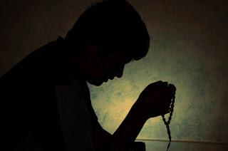 9 Amalan Nabi Muhammad dan Para Sahabat di Akhir Ramadhan,Amalan Yang Bagus Di Bulan Puasa Ramadhan, mengejar malam lailatul qodar.