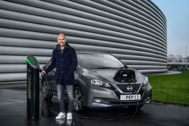 Ο Pep Guardiola οδηγεί το αμιγώς ηλεκτρικό Nissan LEAF