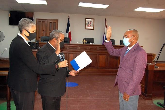 Juramentan a Faustino Pulinario  como Procurador Regional de la Corte de San Cristóbal