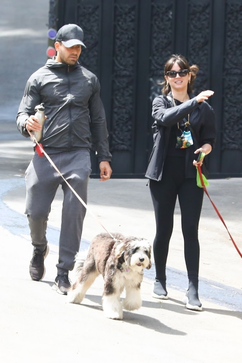 Ana de Armas Clicked with Her Dog in Los Angeles 12 Apr-2021