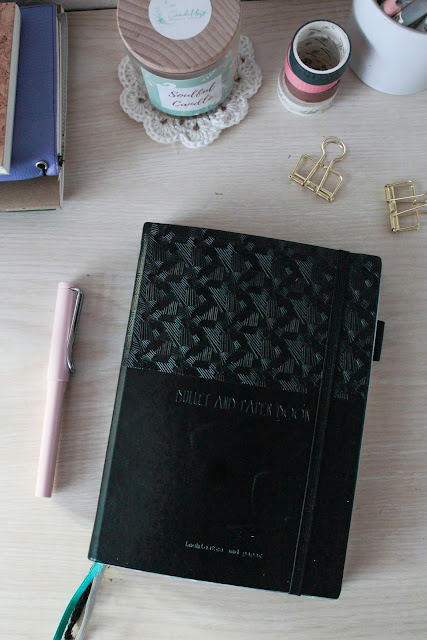 bullet-and-paper-book-agenda-bullet-journal