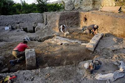 Ζωγραφισμένος τάφος ανακαλύφθηκε στην Κύμη της Ιταλίας