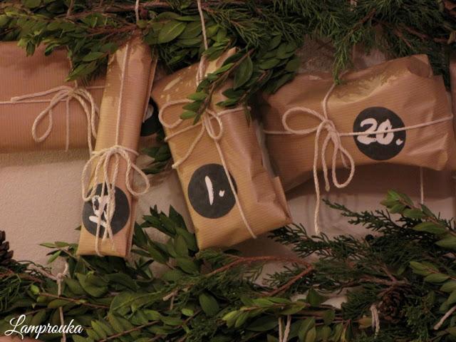 Κατασκευή χριστουγεννιάτικου ημερολόγιου με υλικά της φύσης.