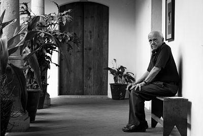 """""""Una fotografía es una colisión entre una persona con una cámara y la realidad. La fotografía suele ser tan interesante como la colisión"""" ( Charles Harbutt )"""