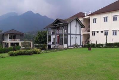 Villa Private pool di lembang dengan halaman luas