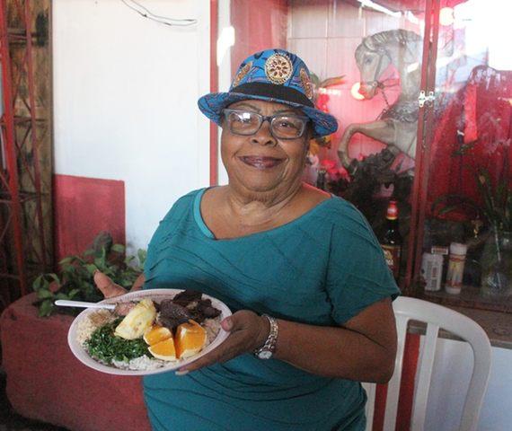 Longe da Portela há seis meses, Tia Surica encontrou nova casa – desde de novembro - para sua famosa feijoada com roda de samba.