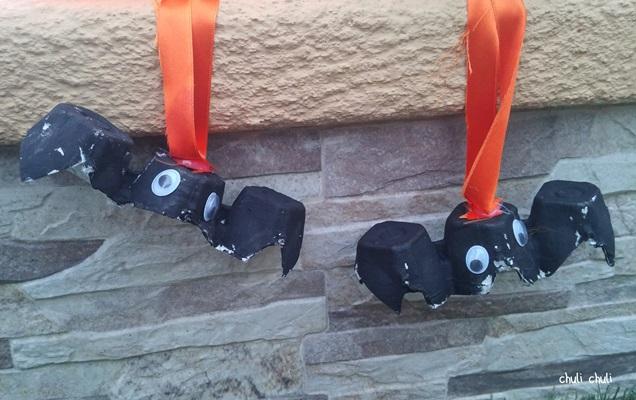 murciélagos con hueveras, pintura y lazos para colgar, son geniales,