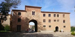 Monasterio de Poblet, Puerta Dorada.