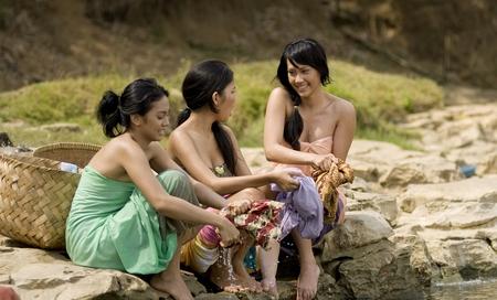 adegan film susah jaga keperawanan di jakarta 20101203 022 uji Kampung Cinta: Nikahnya Murah, Kalau Bosan Tinggal Pergi,Mau?