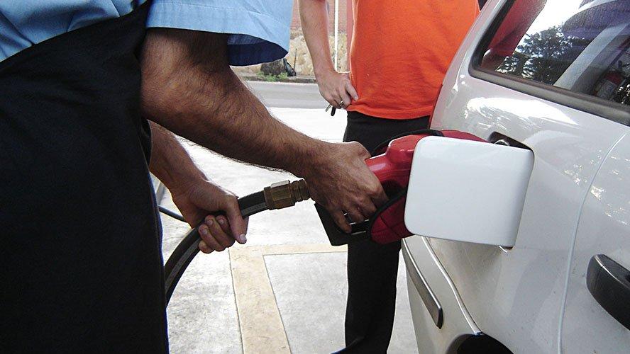 """Postos vendem gasolina a R$ 2,97 em """"Dia Livre de Imposto"""" ao longo da semana"""