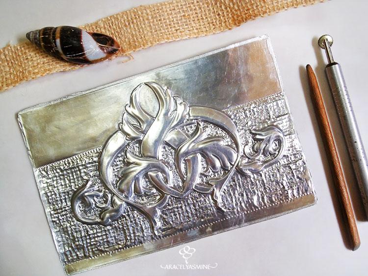 Da textura fácilmente al repujado en aluminio