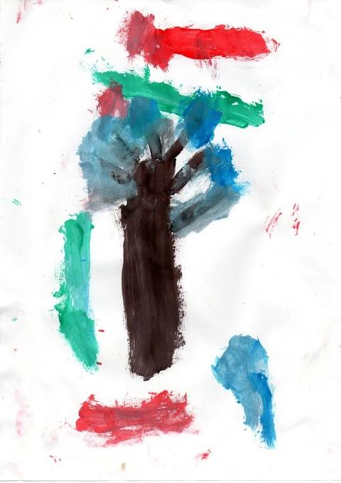 pohon dikelilingi hewan