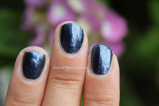 Marineblau: China Glaze Midnight Mission
