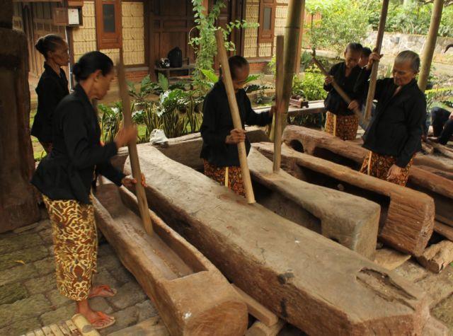 tradisi unik banyuwangi othek