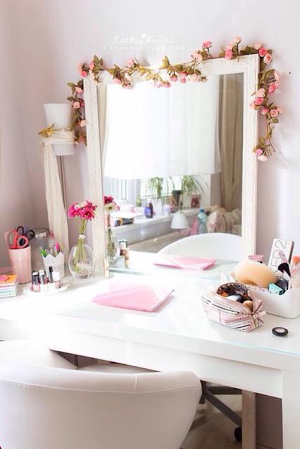 Penteadeira é um móvel que ganhou toda a atenção das mulheres, é um objeto de desejo para algumas mulheres. A penteadeira tem uma característica decorativa, dá um toque todo especial no quarto. Então se você gosta de penteadeira se inspire-se.