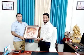मुंबई के शिक्षाविद डॉ अम्बरीष दुबे ने की ग्रामीण अंचल के स्कूलों की सराहना | #NayaSaberaNetwork