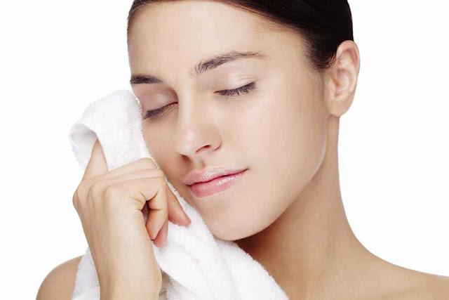 Penyebab dan Cara Merawat Kulit Wajah Berminyak Mudah Berjerawat