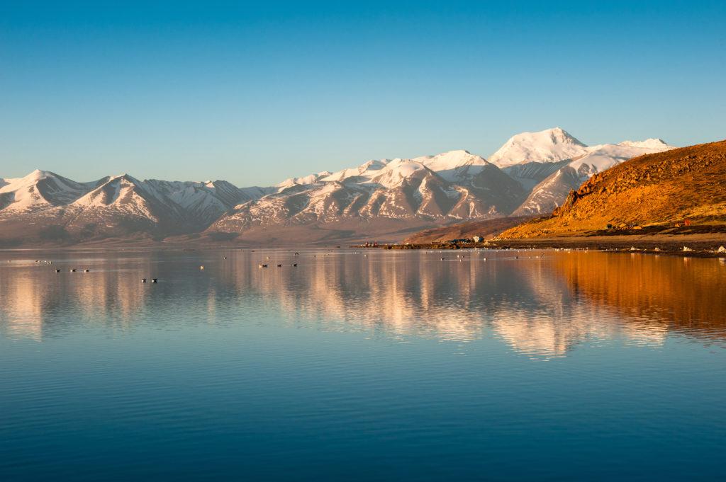 озеро Манасаровар в Гималаях