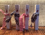 Wood clothespin snowmen