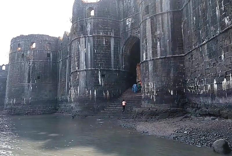 Murud-Janjira Fort - One of the Strongest Marine Forts in India