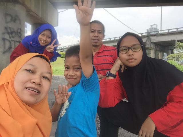 aktiviti keluarga, memancing ikan, happy together