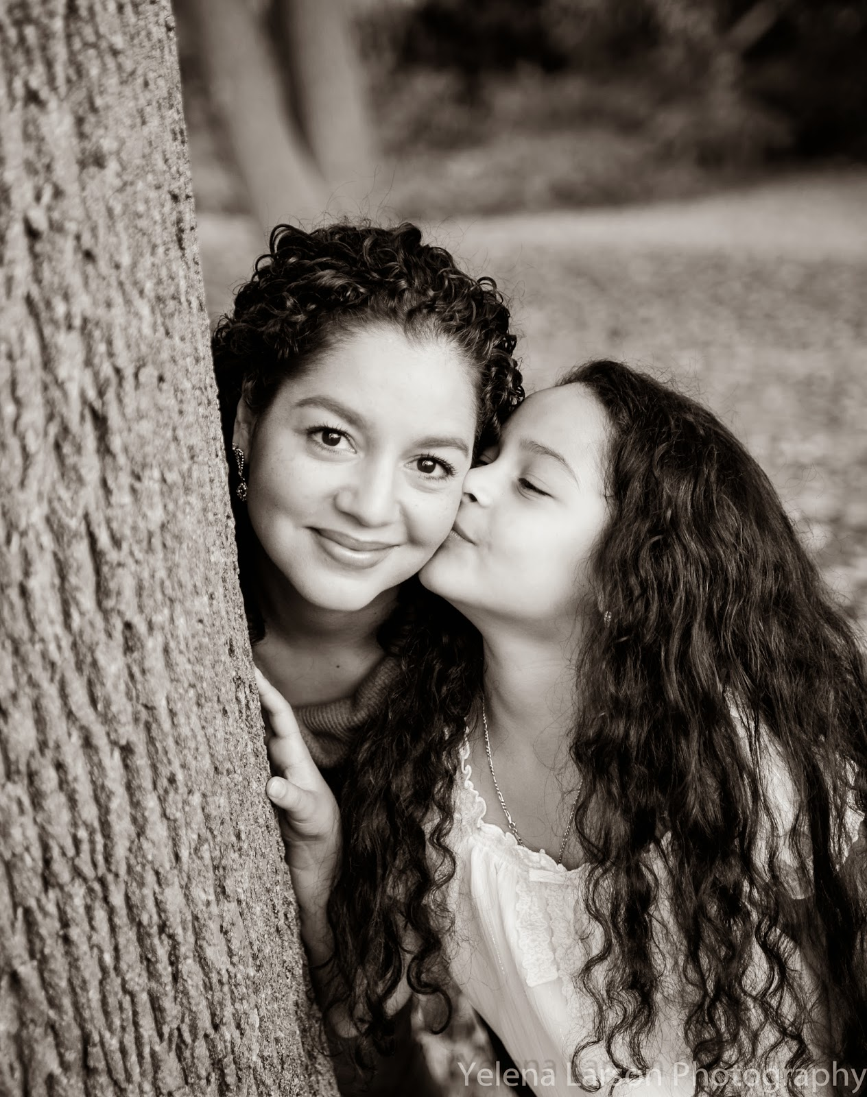 Yelena Larson Photography Mother Daughter Walnut Hill Park