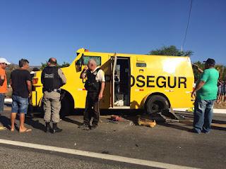 Bando intercepta e rouba dois carros fortes no sertão da Paraíba