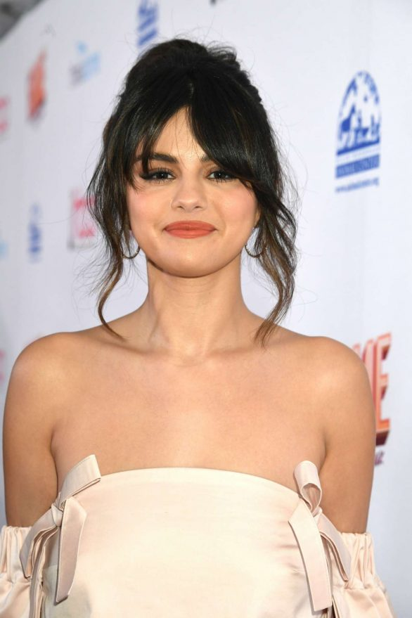 Selena Gomez Looks Cute in Party Outfit