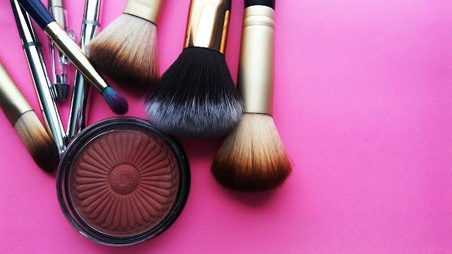 Alat Make Up dan Kegunaannya
