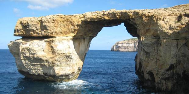 Ironic arch from Game of Thrones falls into sea
