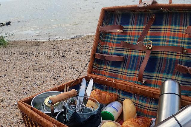 Breakfast at Pampus Island