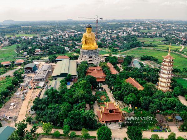 Bức tượng phật A Di Đà tại chùa Khai Nguyên