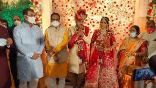 मुख्यमंत्री श्री शिवराज सिंह चौहान विवाह समारोह में शामिल होने बालाघाट पहुंचे