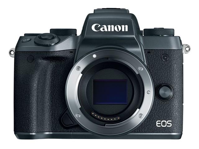 Canon EOS M5 這次增加了電子觀景窗,但同時機身重量也加重了