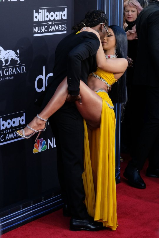 juicy kiss from cardi to offset