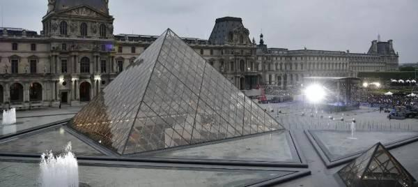 قصة متحف أللوفر الفرنسي وتاريخه الحافل Musée du Louvre
