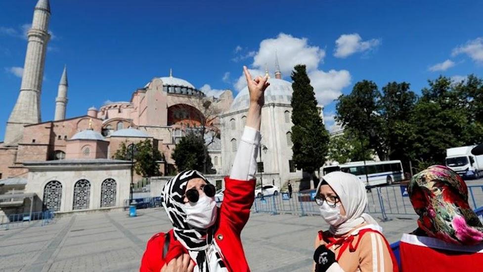 Ο αρχι-ιμάμης της Αγια-Σοφιάς ζητά να αφαιρεθεί η κοσμικότητα από το Σύνταγμα της Τουρκίας