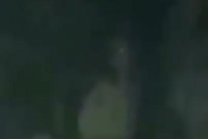 Pocong Tertangkap Kamera Tapi Tidak Terlihat Kasat Mata