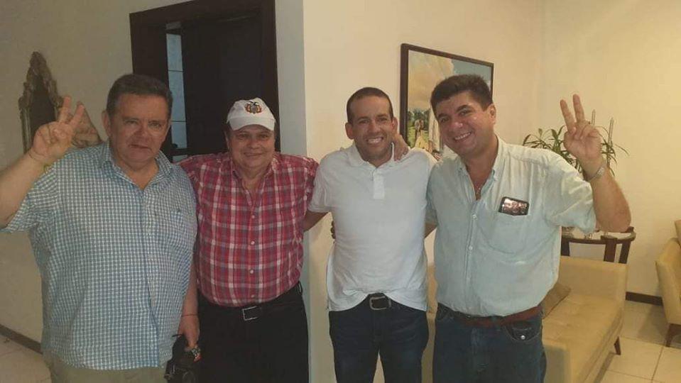 Siles y Camacho con dirigentes del MNR en Santa Cruz / RRSS