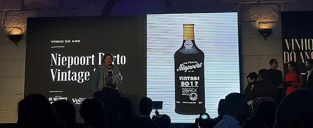 Dirk Niepoort recebendo o premio de vinho do ano