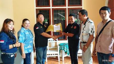 Resmi, Ketua LPK-RI BMR Terima SK dari Ketua Sulut