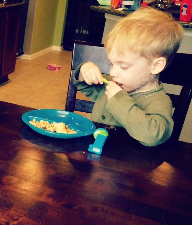 Spit and Sparkles: Nuby Fun Feeding Section Plate Review #toddlers #pickyeaters #Nuby