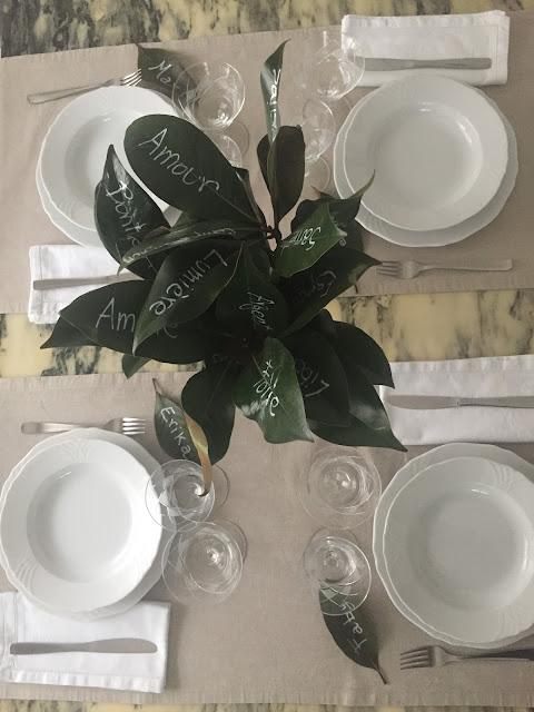 Decorazioni Natalizie Con Foglie Di Magnolia.De Petits Coins Centrotavola E Segnaposti Con Foglie Di