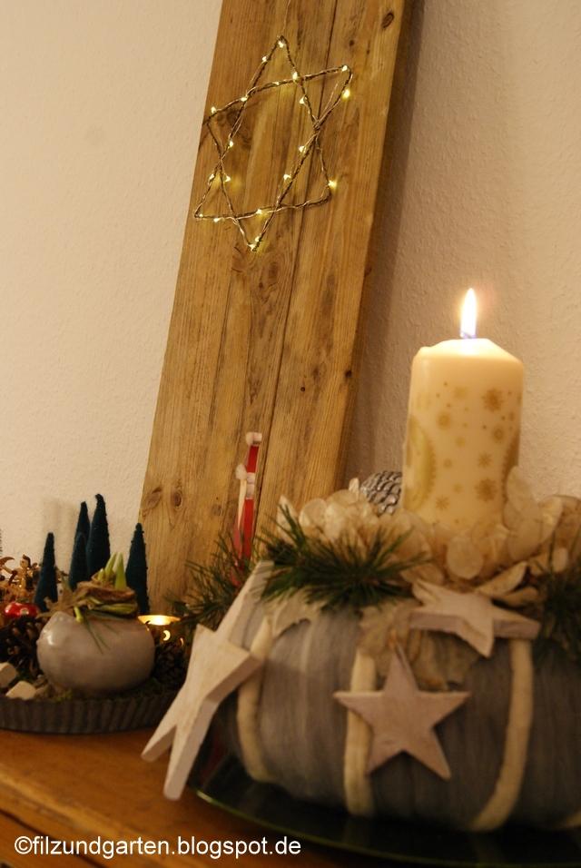 Leuchtstern aus Draht auf Holzbrett dekorieren