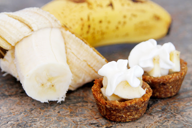 Homemade banana cream pie dog treats made with dog-friendly bite-sized cookie cups