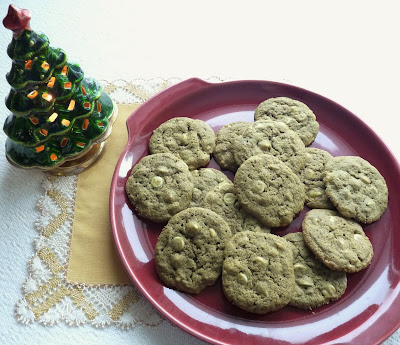 Matcha-White Chocolate Chip Cookies