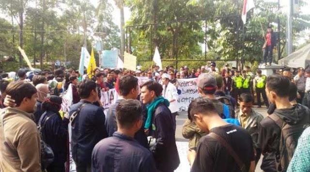Pemerintahan Jokowi Gagal, Mahasiswa Geruduk Pemkot Tangerang