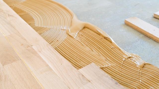 alasan lantai kayu indoor sensitif air