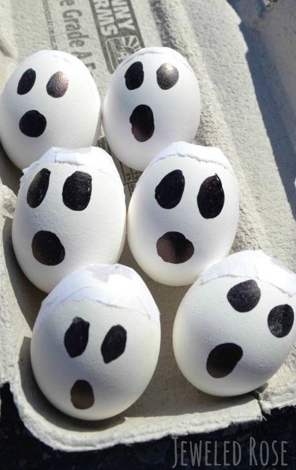 Wow the kids this Halloween and make sidewalk ghost bombs!  This fun art activity is great for all ages. #ghostcrafts #ghostcraftsforkids #ghostart #ghostactivitiesforkids #ghostactivities #ghostexperiments #ghostexplosion #halloweenexperimentsforkids #halloweencrafts #growingajeweledrose #activitiesforkids
