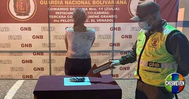 """Otra mujer detenida en Maracaibo transportando en su """"Totona"""" 260 gramos de cocaína"""